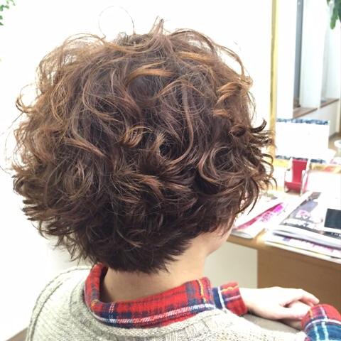 短い前髪でパーマはくるくるっと♪